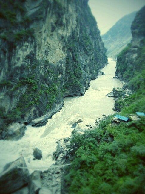 Jinsha River, Tiger Leaping Gorge, China.