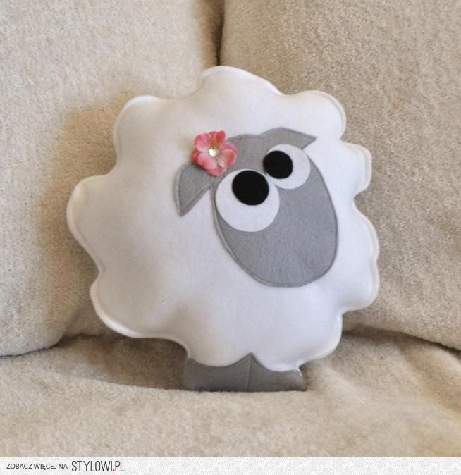 This is just adorable! I would love to have a whole flock of these lol