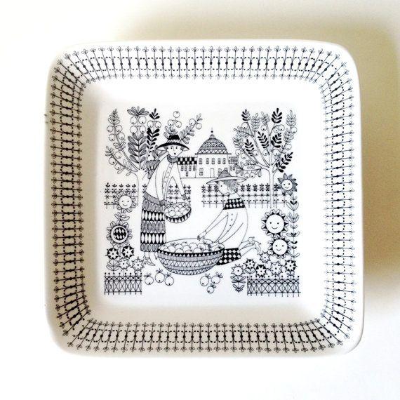 """Arabia Finland """"Emilia"""" Square Dish"""