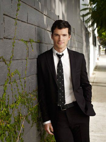 'Pretty Little Liars': Ian Harding on Ezra's New Father Status and 'Serious' Chats With Aria