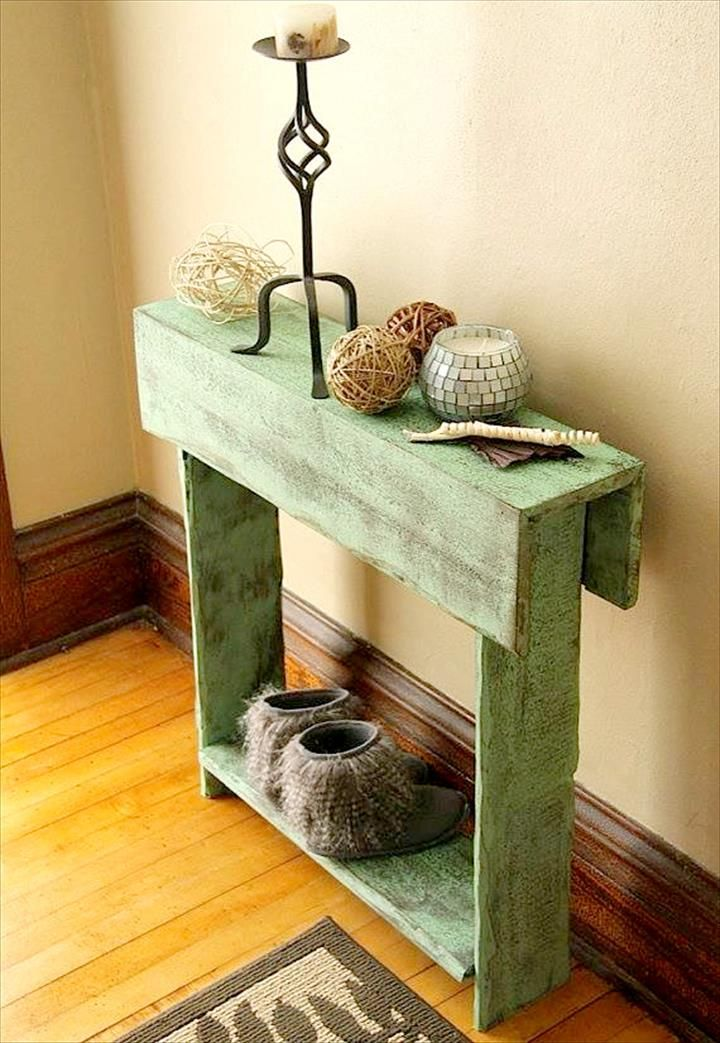 Slim Distressed Pallet Decorative Console - Why We Love Pallet Projects (And You Should, Too!) | Pallet Furniture DIY - Part 3