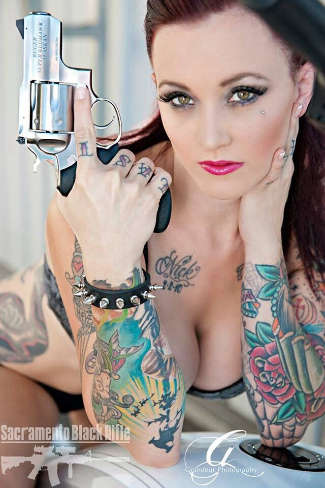 Nude women with badass tattoos — pic 8