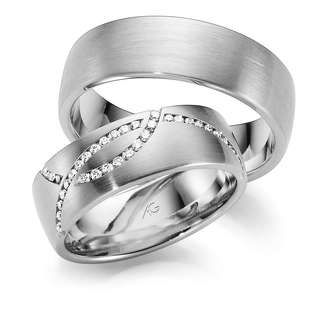 Rings in Platinum 950 set with diamonds
