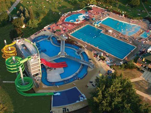 Terme Ptuj. Terme nude i brojne sportske aktivnosti: fitness, teniski centar sa osam otvorenih i zatvorenih terena, stoni tenis, mini golf, igre loptom, kuglanje, vožnja biciklom, jahanje, pešacke ture, splavarenje rekom Dravom, a u neposrednoj blizini su i tereni za golf. Više informacija na: http://travelboutique.rs/terme/slovenija/terme-ptuj #terme #banje #slovenija #odmor #wellness #spa