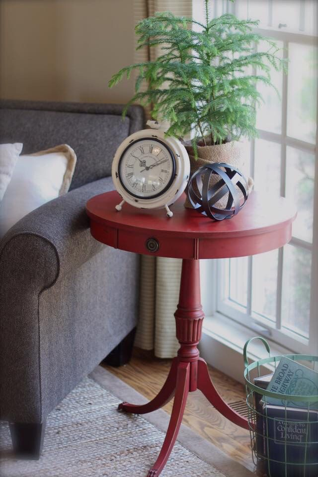 Pedestal side table makeover in Annie Sloan #emperors silk