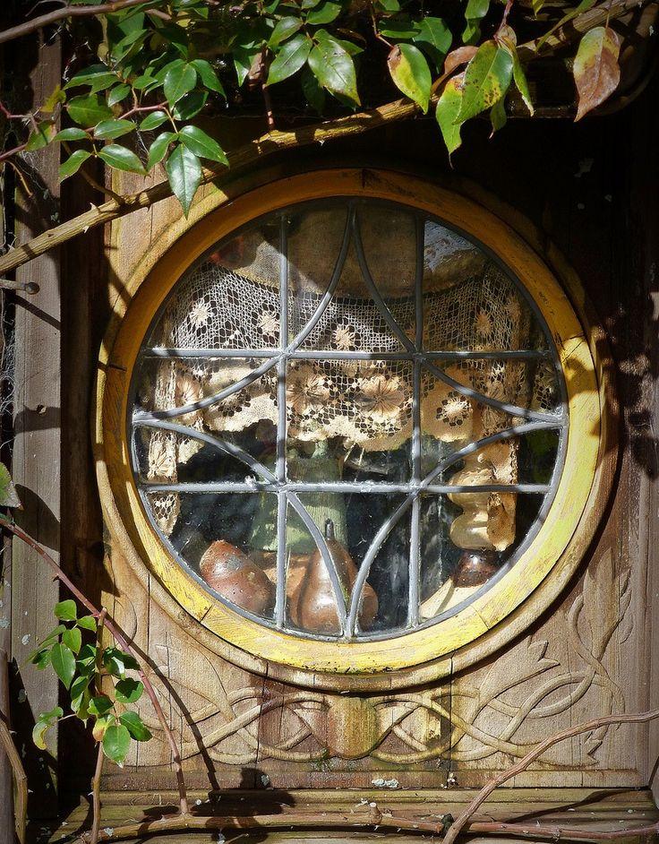love the porthole window