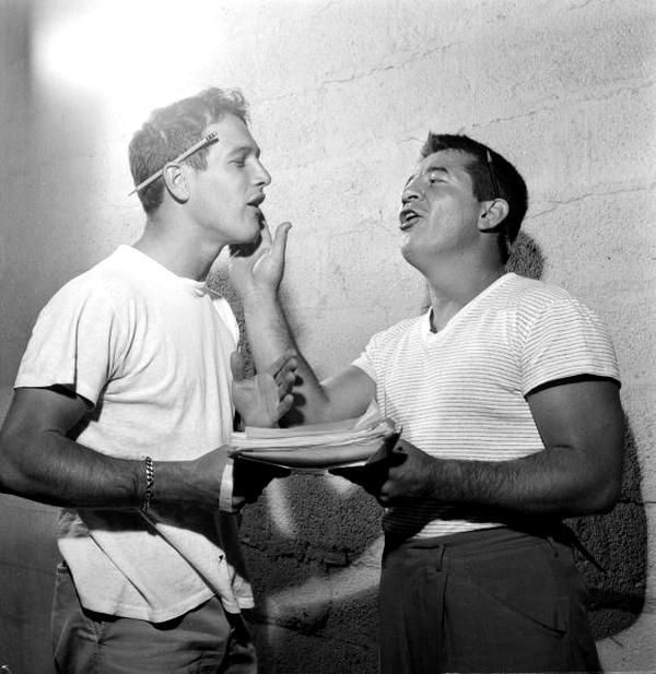 Paul Newman and boxer Rocky Graziano on the set of Somebody Up There Likes Me  (Robert Wise, 1956), Graziano's life story.