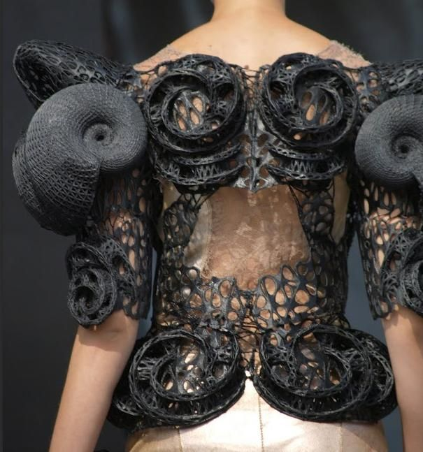 Innovative Fashion Design with sculptural spiralling shapes & intricate textures; 3D-printed fashion // Larisa Katz