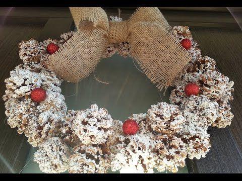 Ornament pentru Craciun - coronita rustica din conuri de brad - DIY
