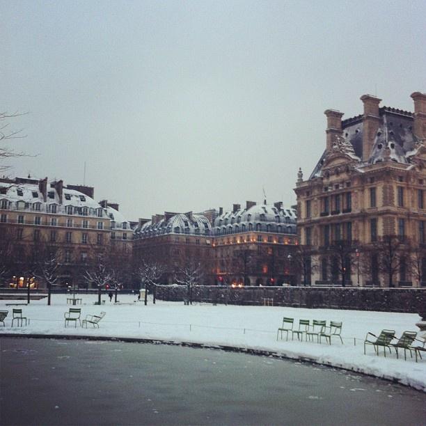 Louvre sous la Neige: Magic!