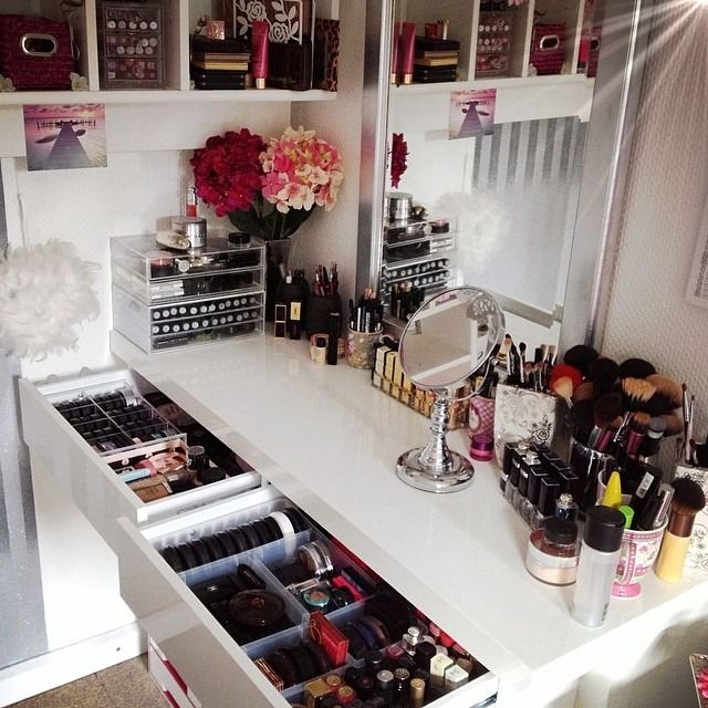 Corner Makeup Vanity In White Makeup Nail Art Pinterest Vanities