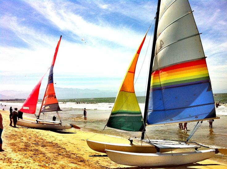Hobie Cat en la playa... Sailing, Sailing ships, Catamaran