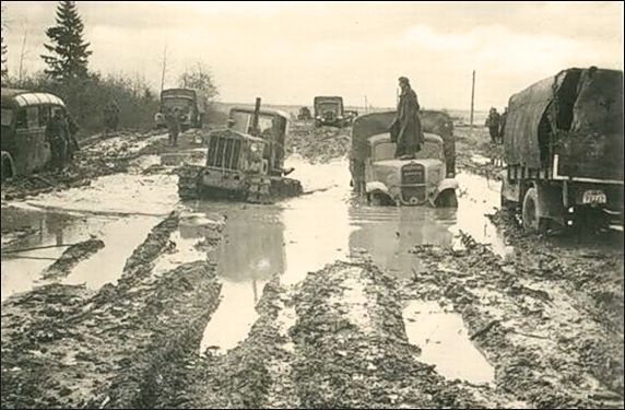 Russian roads WW2. Movement in the four lane highway.
