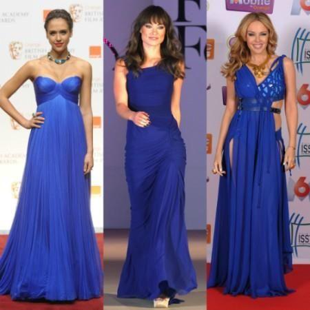 Темно синее платье красное ожерелье