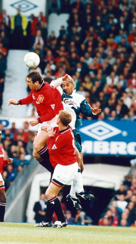 Man Utd 2 Liverpool 2 in Oct 1995 at Old Trafford. Eric Cantona beats Stan Collymore in the air #Prem