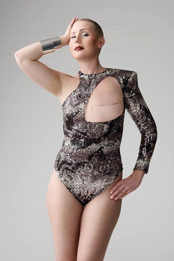 Un grupo de diseñadores de moda finlandeses se reunieron para crear algo que reflejara el orgullo de las mujeres sobrevivientes del cáncer. En este link encuentras información sobre el proyecto monokini2.com/about/