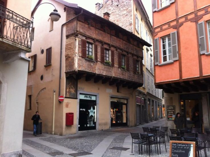 Original medieval houses in Como town centre! Stunning!