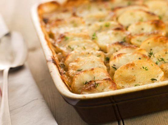 Запеченный картофель по-французски. Даже не сомневайтесь — это очень вкусно! http://optim1stka.ru/2017/10/30/zapechennyj-kartofel-po-frantsuzski-dazhe-ne-somnevajtes-eto-ochen-vkusno/