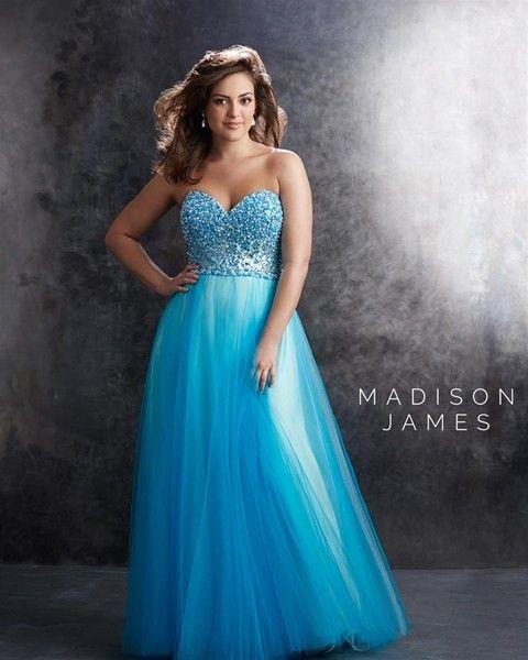 9ac6d3fe3b Vestido largo azul con pedrería y escote corazón. ¡Perfecto para una boda  de noche