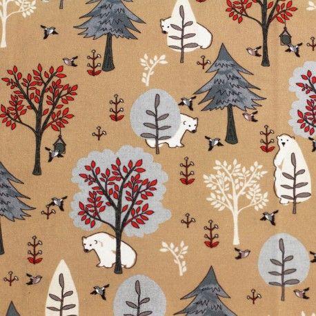 Tela de algodón 100% con diseño con simpáticos osos pardos en el bosque en tonos azul y rojo sobre fondo beige y estilo naif. Comprar telas online.