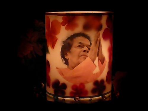 Sathya Sai Baba Namaskar Hurricane Candle Lit, http://www.lordsai.com/Hurricane-Candles.html