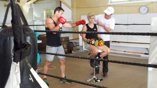 Haircutting in a boxing ring #hairdressing #outdoorsalon #boxing