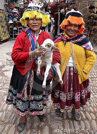 Peruvian women in traditional clothing in Pisac.