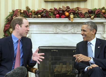 8日、ホワイトハウスでオバマ米大統領(右)と話すウィリアム英王子(AFP=時事) ▼9Dec2014時事通信|ウィリアム英王子と面談=米大統領 http://www.jiji.com/jc/zc?k=201412/2014120900133