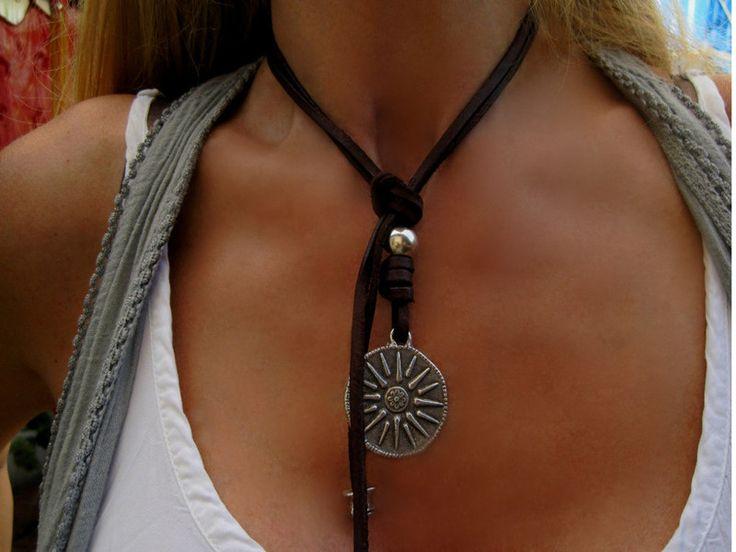Lederkette+mit+Anhänger+Sonnensymbol+Lederschmuck+von+Beau+Soleil+Jewelry++auf+DaWanda.com