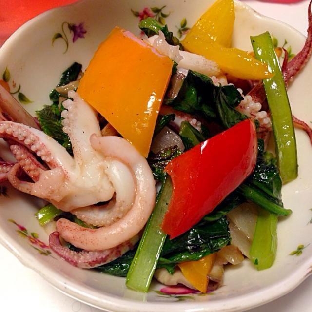 炒めて中華スープの素で味付け。 - 7件のもぐもぐ - 小松菜といかの中華炒め by ery-mama