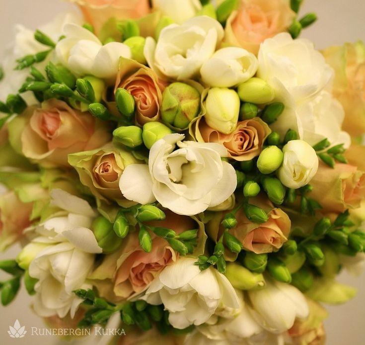 Freesioita ja ruusuja 3 | Runebergin Kukka