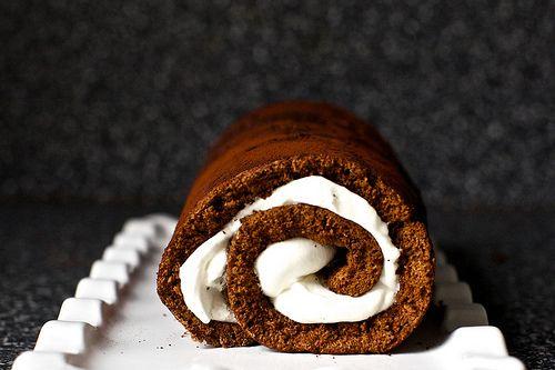 cake roll: Smittenkitchen, Desserts, Swiss Rolls, Chocolates Cakes, Heavens Chocolates, Cakes Rolls, Savory Recipes, My Birthday, Smitten Kitchens