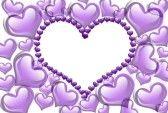 Corazones púrpura con una copia-espacio de una forma de corazón aislado en un fondo blanco, púrpura Corazones de fondo stock photography