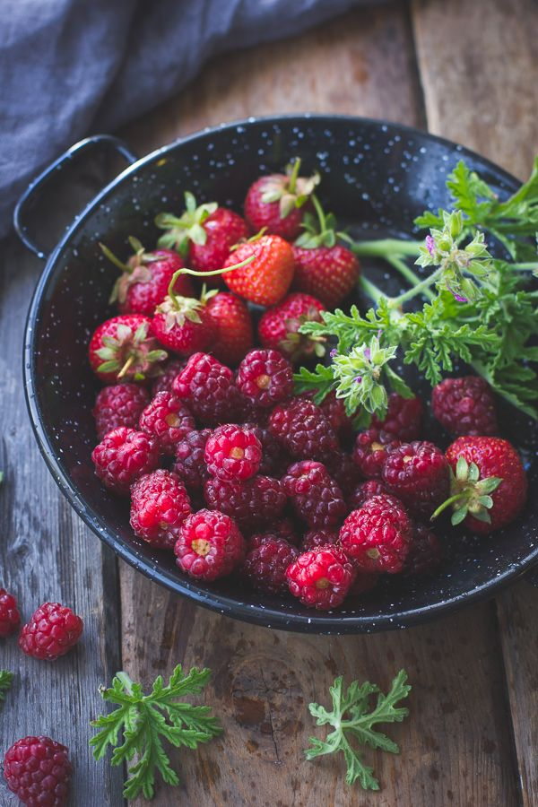berries.. and other healthy foods which slow down aging