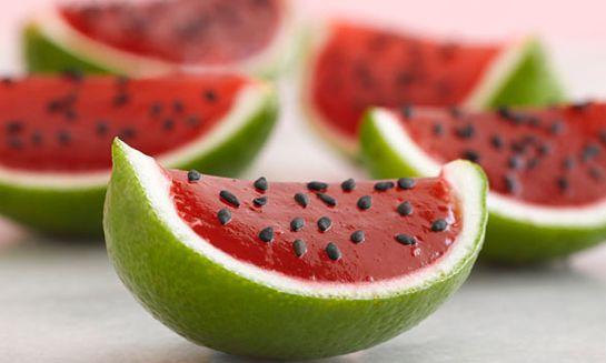 petite-watermelons_angie-cao Falsa melancia feita com casca de limão, gelatina de morango e gergelim preto.