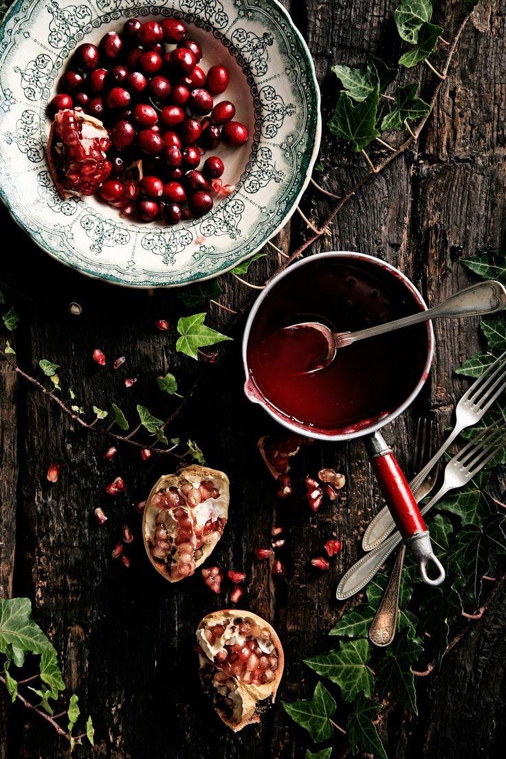 Bolo de chocolate, nozes e Porto com bagas vermelhas # Chocolate, walnuts and Port cake with red berries