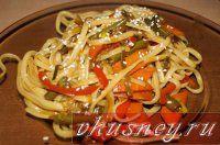Лапша с овощами и соусом терияки