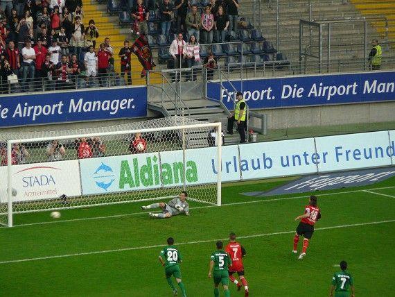 Die Eintracht traf vom Punkt, aber der VfL gewann das Spiel (07.05.2008) (http://www.kicker.de/news/fussball/bundesliga/spieltag/1-bundesliga/2007-08/32/807846/spielanalyse_eintracht-frankfurt-32_vfl-wolfsburg-24.html)