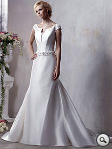 Tia (by Benjamin Roberts) : A beautiful, affordable, designer wedding dress from Bridal Bargains.