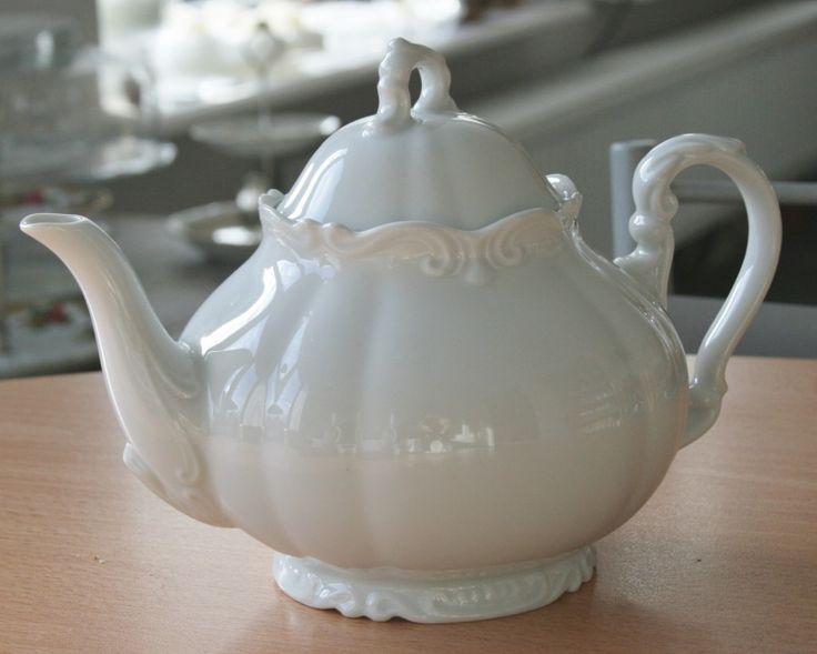 Romantische victorian vintage theepot voor € 15,95. Te koop via Homi Articles: Vintage servies | Homi Articles: http://www.homi.nl/a-39312566/vintage-servies/romantische-victorian-vintage-theepot/