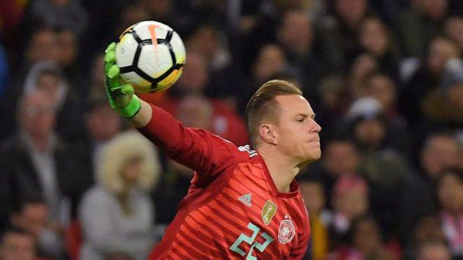 FC Barcelona: Ter Stegen amenaza a Neuer para ser el portero titular de Alemania en el Mundial | Marca.com http://www.marca.com/futbol/barcelona/2017/11/11/5a072bd4ca4741cf2d8b45f4.html