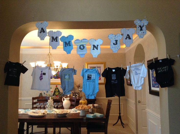 Baby onesies banner and clothesline baby boy shower for for Baby shower clothesline decoration