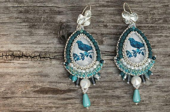 Check out this item in my Etsy shop https://www.etsy.com/listing/557021200/romantic-dangle-earrings-white-blue-bead