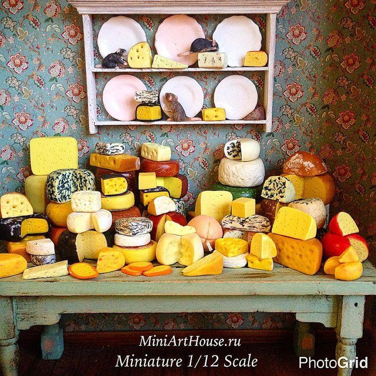 #miniature #polimerclay #polimerclayfood #dollhouseminiatures #cheese #food #handmade #table #yellow #dorblue #dorbluecheese #miniarthouse #миниатюра #полимернаяглина #кукольнаяминиатюра #сыр #сыры #дорблю #ручнаяработа #стол #желтый #миниартхаус