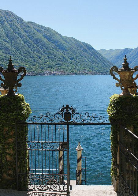 mostlyitaly:  Villa del Balbianello(Lago di Como, Italy) by [yellina] on Flickr.