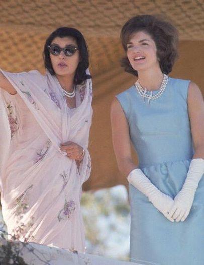 Gayatri Devi in a chiffon sari and pearls, with Jacqueline Kennedy. #sari #vintage #classic