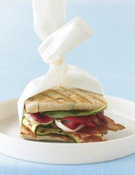 Gemüse-Brote, Frischkäse-Bagels und Fladenbrot-Sandwich machen in der Schule satt und schmecken lecker.