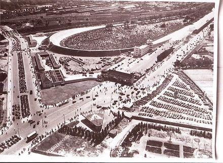 Berlin: Avusrennen Nordkurve am Funkturm (1937) – Rausch von Born