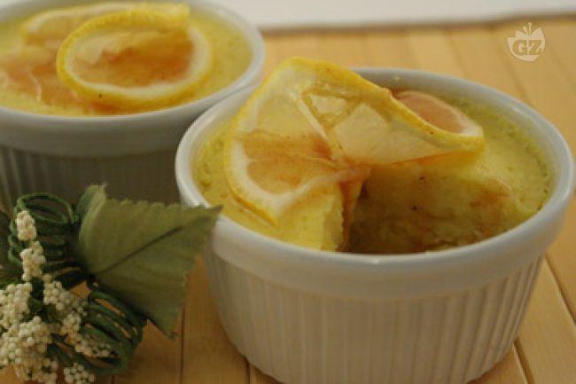 Ricetta Souffle di ricotta al limone con salsa di limone e cannella - Le Ricette di GialloZafferano.it