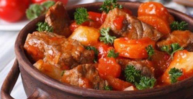 Vă prezentăm mai jos top 5 cele mai bune rețete pentru o cină de familie perfectă. Acestea se prepară foarte simplu, din cele mai accesibile ingrediente, fiind deosebit de aromate, delicioase și aspectuoase. Din lista felurilor de mâncare enumerate mai jos, cu siguranță veți găsi una preferată, ce va fi pe placul întregii familii. Rețeta Nr.1 – Gulaș tradițional unguresc (Gulyas Leves) INGREDIENTE 500 g carne de vită fără os 1 ardei gras roșu 50 ml de ulei vegetal 1 ceapă 1 roșie 5 g de…